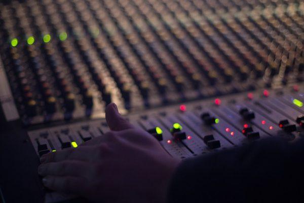 audio-1839162_960_720